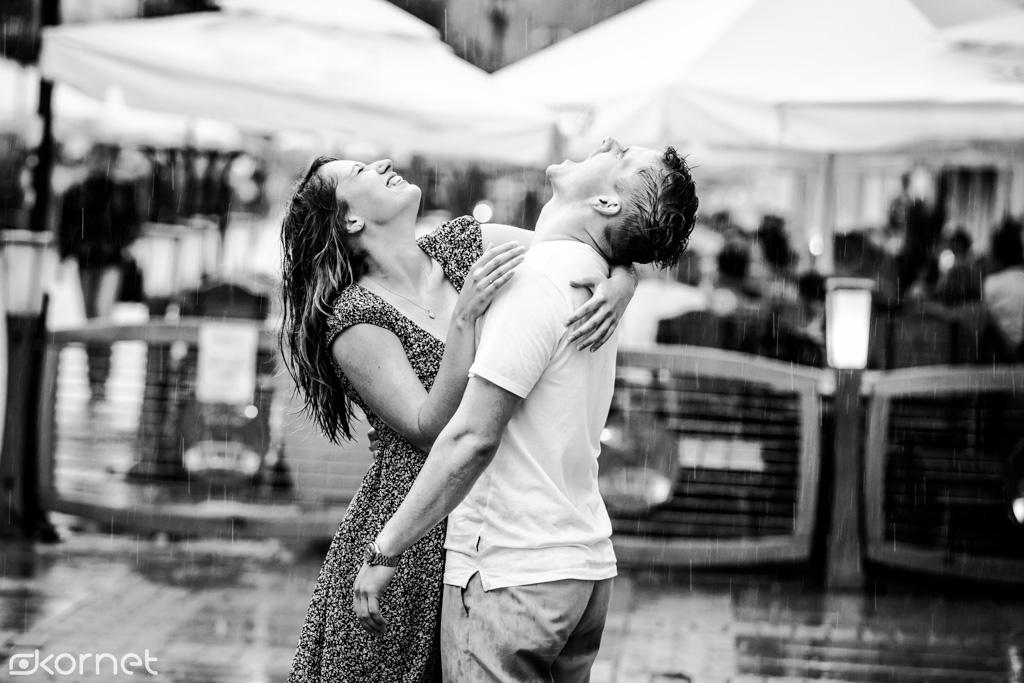 Deszczowa piosenka Gosi i Michała | sesja narzeczeńska